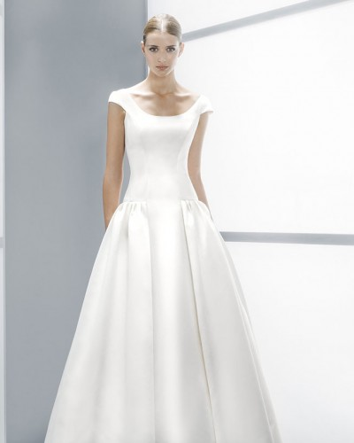 Why shall a wedding dress be white?