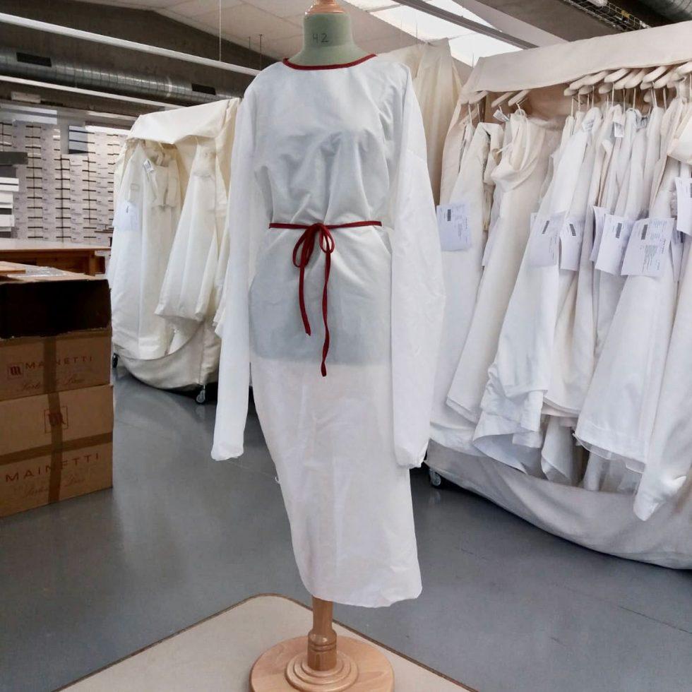 Las batas sanitarias de JESUS PEIRO llegan a los hospitales españoles